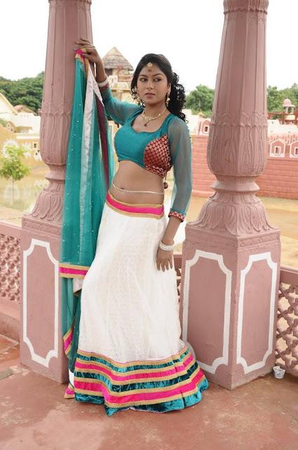 Akshatha Navel Show from Nanbargal Narpani Mandram Movie 4.jpg