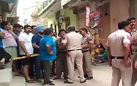 Panic in Delhi, terrorists killed in 11 people, 7 women among dead