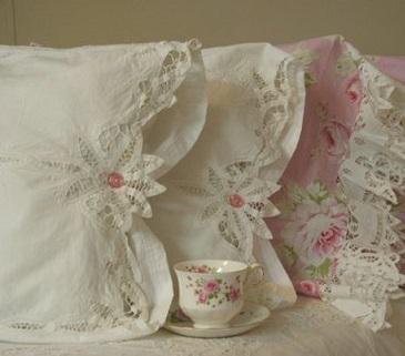 Decoração com almofadas para cama