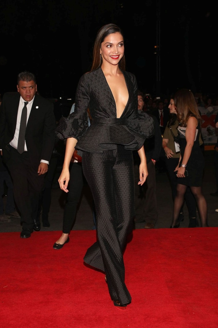 Deepika Padukone Hot Sizzling In Black Dress