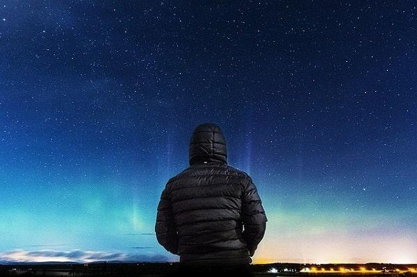 memandang bintang di langit