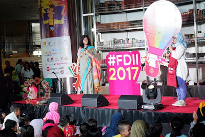 festival dongeng internasional indonesia 2017, festival dongeng 2017, dongeng, boneka tangan, imajinasi anak, cerita, belajar mendongeng, properti mendongeng, ayo dongeng indonesia, komunitas dongeng, perpustakaan nasional, perpustakaan anak