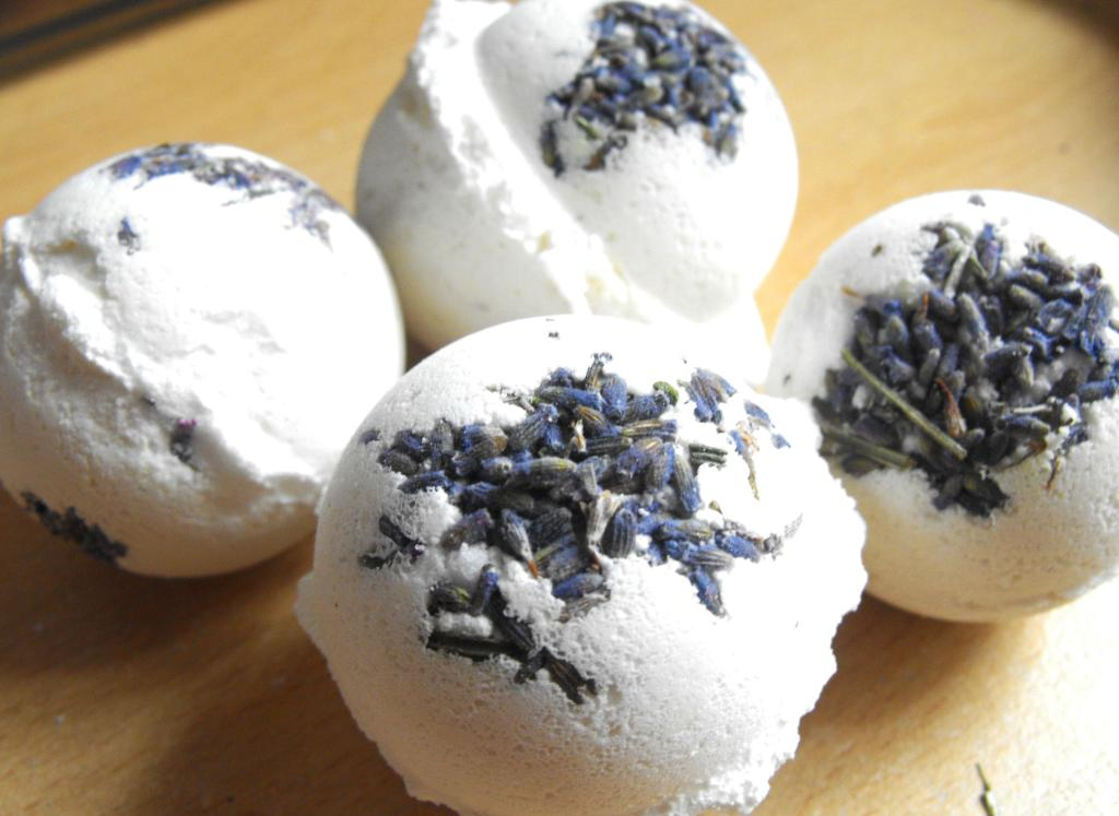 My Experience With   Kirstie Allsopp Lavender Bath Bombes Kit