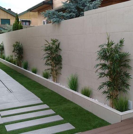 02. Desain taman minimalis di samping rumah