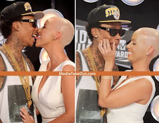 Can U kiss Like This? Amber Rose And Wiz Khalifah Make Out at VMA Red Carpet! 3