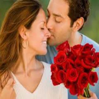 Homem-dando-flores-para-a-mulher