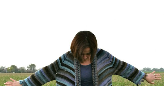 Crochet poncho with sleeves/ Poncho con maniche all'uncinetto
