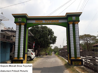 Gapura Masuk Desa Tuyuhan