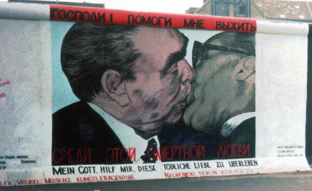 graffito nel East Side Gallery a berlino