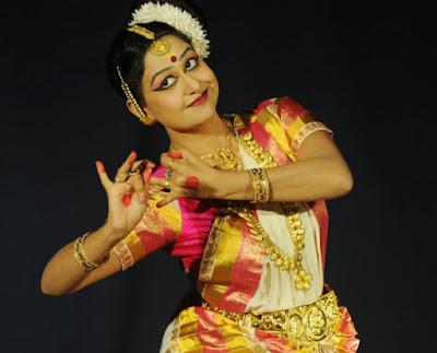 Mohiniyattam by Ayswaria Warrier