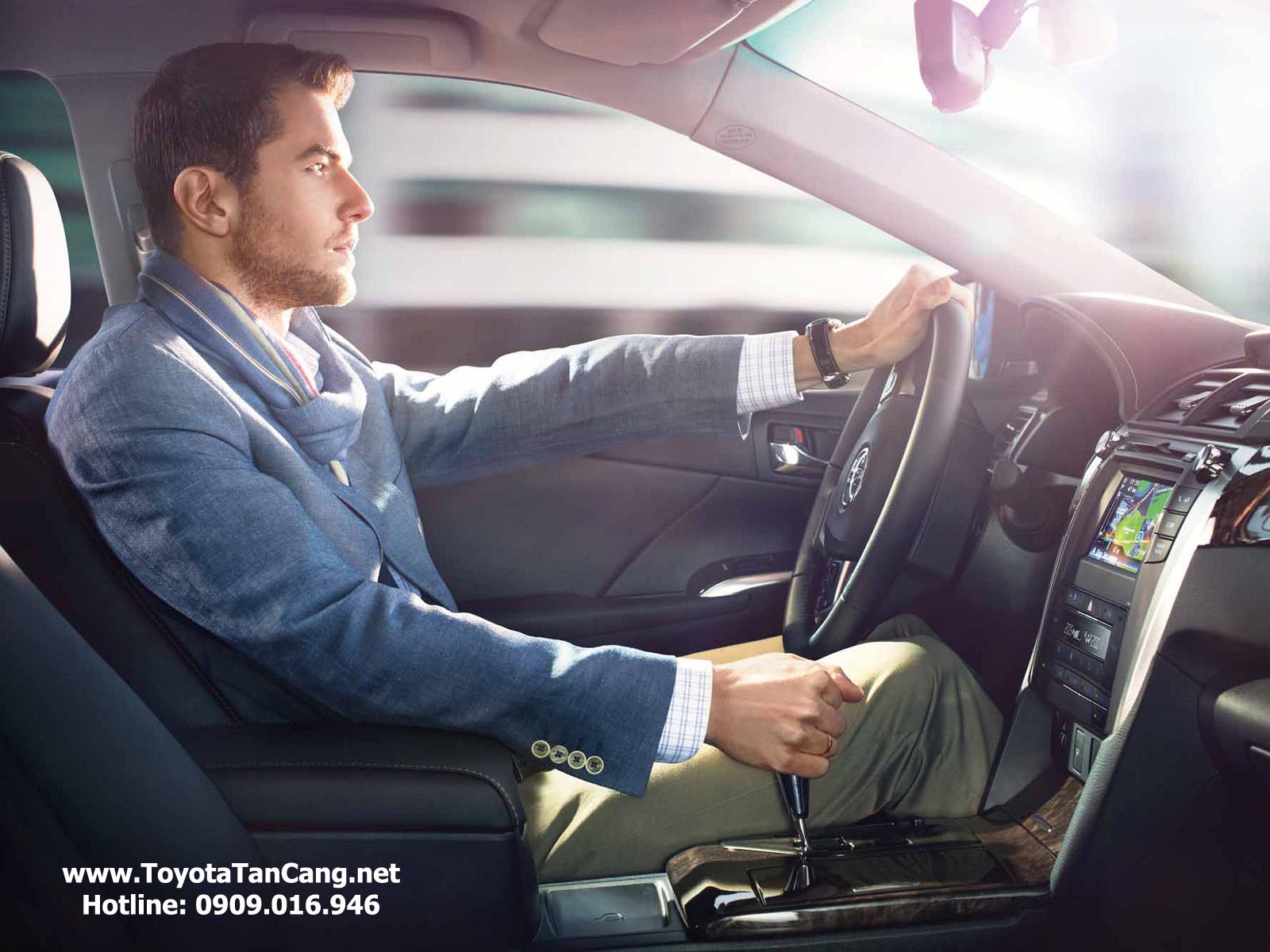 Camry 2015 cho cảm giác lái rất tốt so với các xe cùng phân khúc