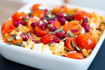 Snelle, vegetarische lunch: Couscous met cherrytomaatjes, feta en granaatappelpitjes