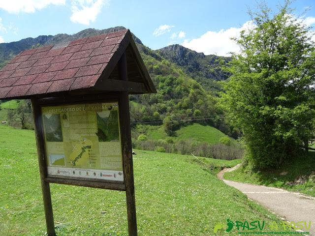Cartel informativo de la Ruta de las Xanas en Pedroveya