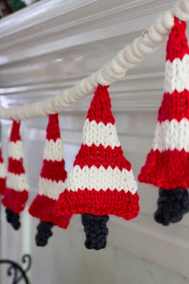 https://www.savvyapron.com/knitted-christmas-tree-banner/