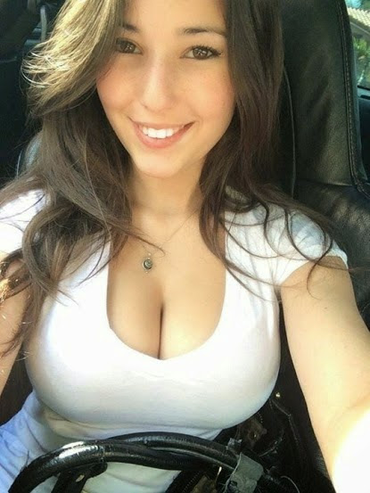 Hot Girl Cleavage
