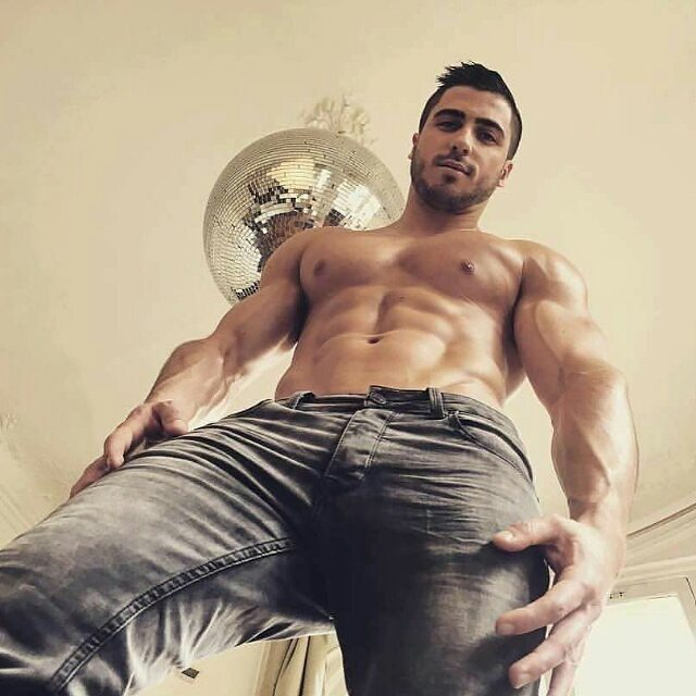 Free Hot Gay Tanned Hunks Pics