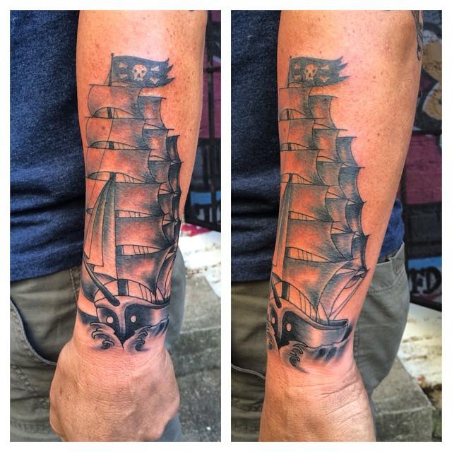 tatuajes de barco pirata en estilo antiguo