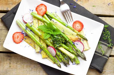 Spargel-Rhabarber-Salat
