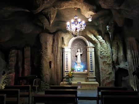 Xe hợp đồng Phú Yên - Cảnh bên trong của nhà thờ
