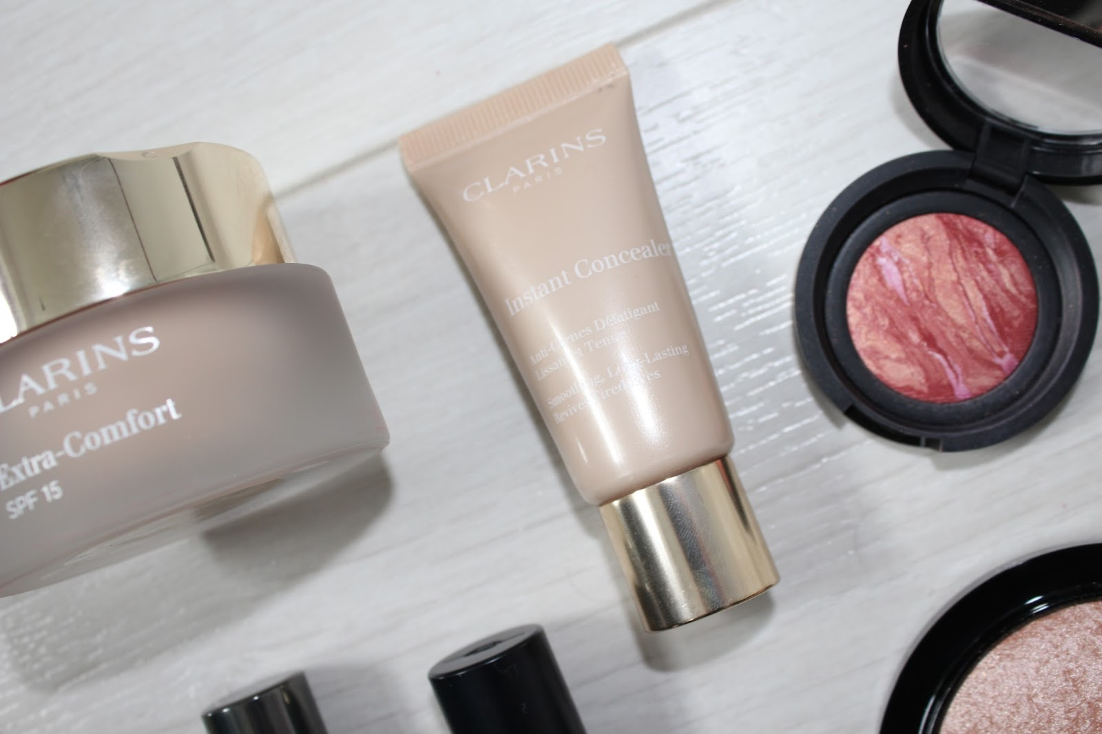 Sunsets and Raspberry Kisses 3 - Clarins Instant Concealer