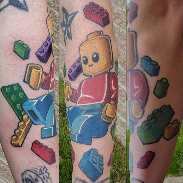 Tatuagem com motivo LEGO