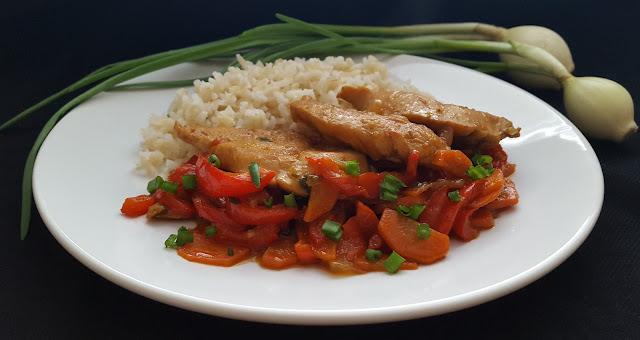 Filet kurczaka w sosie sojowym z warzywami