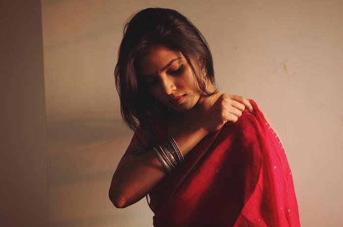 Malavika Mohanan Saree Photos-Cute Lovely Pics wearing Saree