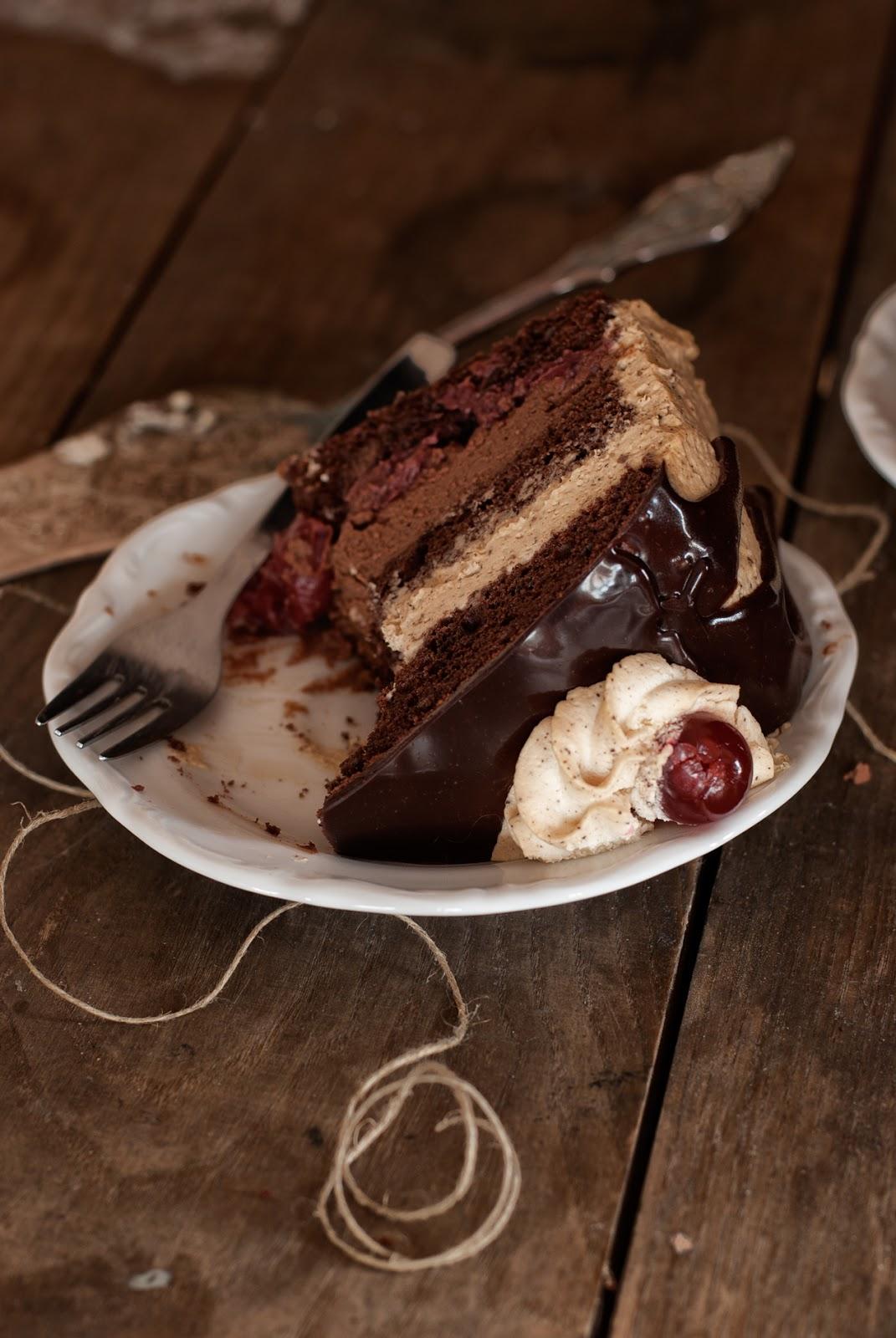 Bezglutenowy tort czekoladowy z wiśniami