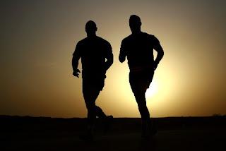 foto di corsa al tramonto