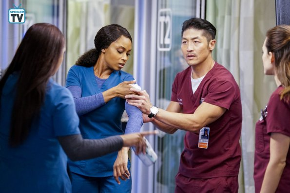 "NUP 184938 0442 595 Spoiler%2BTV%2BTransparent - Chicago Med (S04E10) ""All The Lonely People"" Episode Preview"