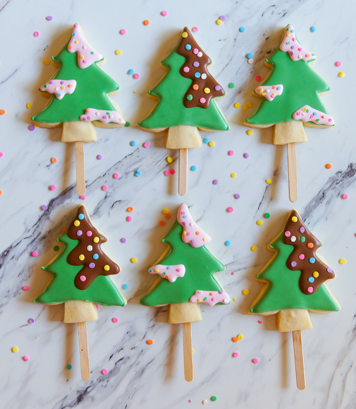 How to make Christmas Tree Cookie Pops   bakeat350.net