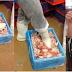 เอาแล้วไง !! หลังพนักงานKFCที่ใช้เท้าหมักปีกไก่ ก่อนเอาไปทอด ให้ลูกค้าทั้งร้านกินแล้วอ้วก ล่าสุดโดนแบบนี้แล้ว !??