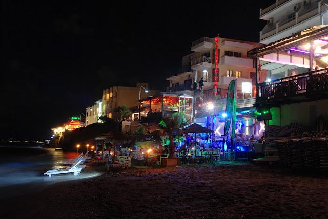 Один из баров на пляже