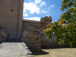 Acceso al castillo de Villafuerte