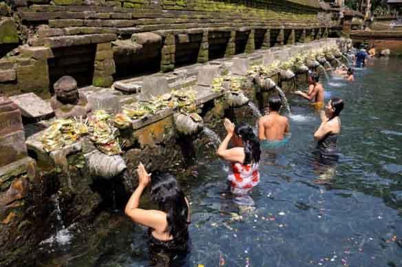 Kolam renang Tirta Gangga