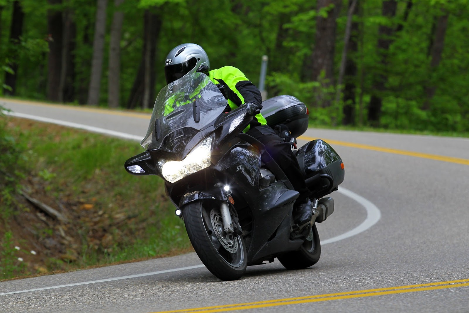 small resolution of first introduced in 2003 and largely unchanged through 2014 honda s st1300 remains a solid if somewhat dated performer the bike is big and heavy 730