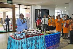Pemkot Sorong Gelar Syukuran HUT ke 56 Lambert Jitmau