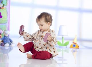 bebés descalzos
