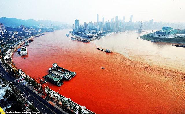 แม่น้ำแยงซีกลายเป็นสีเลือด