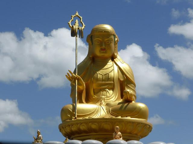 Buda sentado en el Templo Yonggungsan