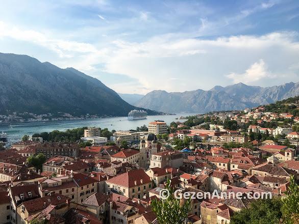 Kotor eski şehri ve Kotor körfezi manzarası, Karadağ
