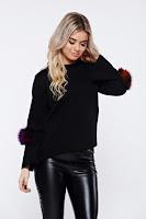 Pulover negru casual tricotat cu insertii cu blana ecologica •