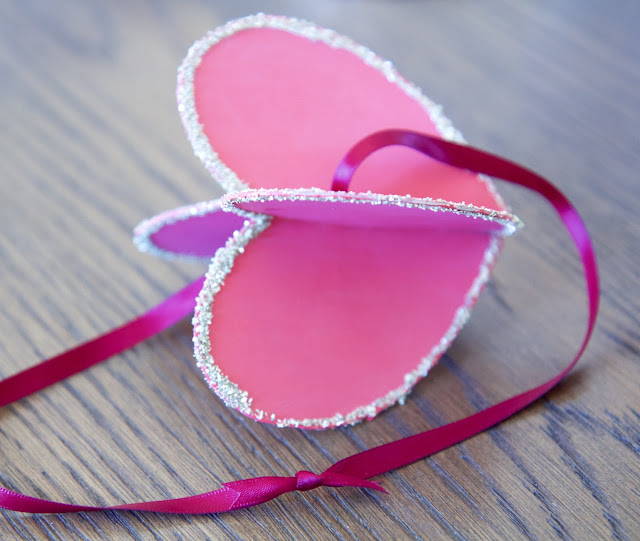 "DIY: ""Hearts-and-Crafts"" for Valentine's Day; making a 3-D heart with glitter; Nora's Nest"
