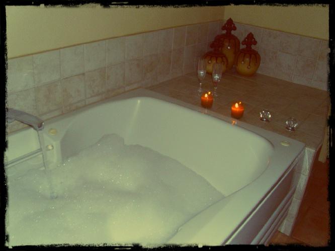 Bubble Bath In Whirlpool Tub Home Design Ideas