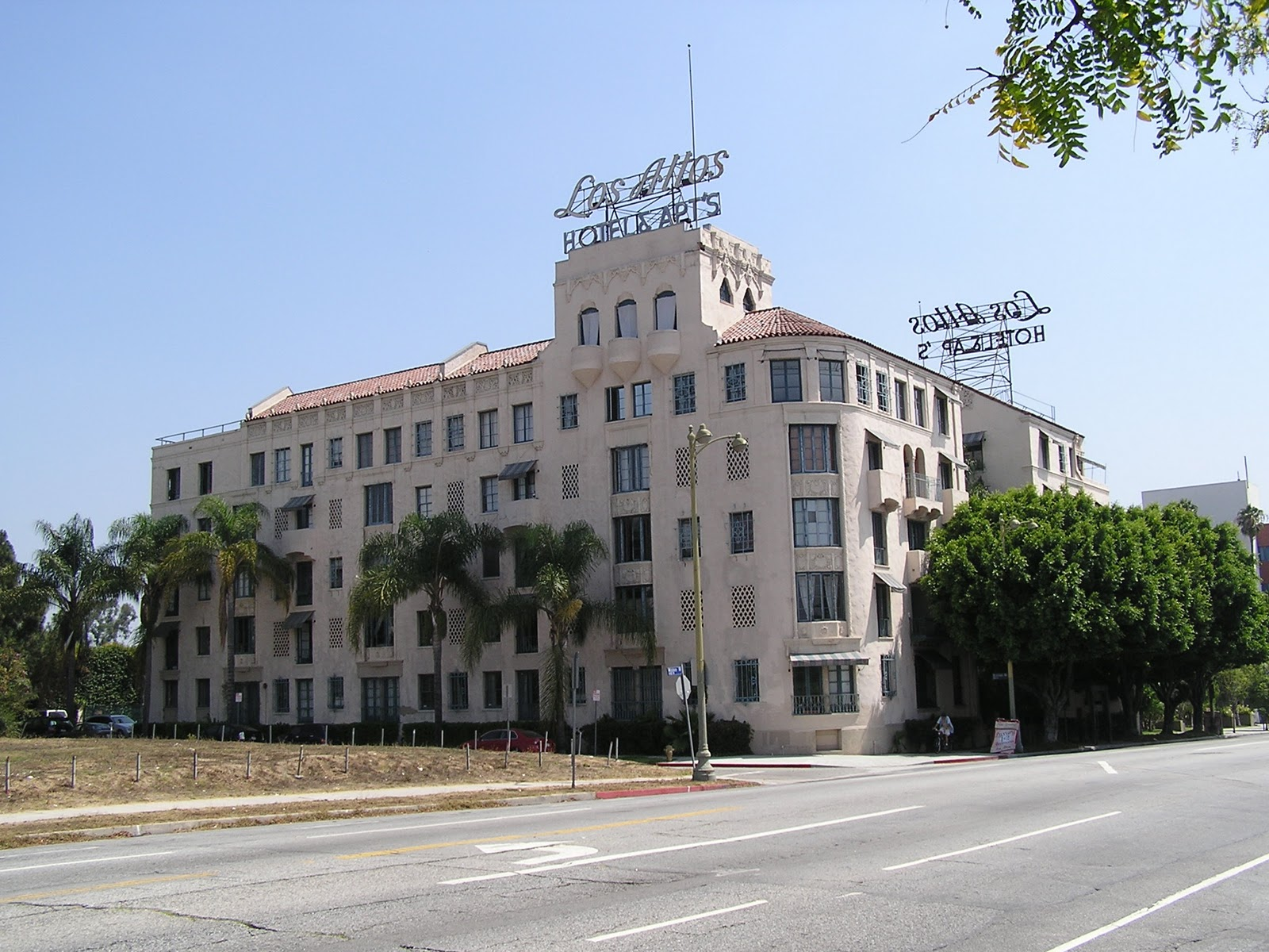 Los Altos Apartments 4121 Wilshire Boulevard Angeles Built In 1925 This Spanish Colonial Style Building Designed By Edward B Rust And Luther Mayo