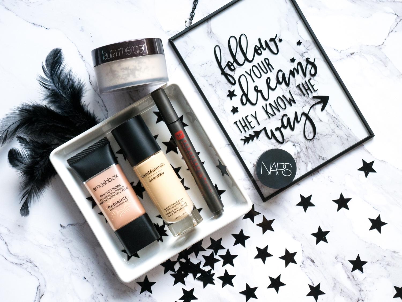 Ulubieńcy 2017 makijaż: baza Smashbox radiance, podkład barePro bareMinerals, korektor Erborian, NARS Radiant Concealer, Laura Mercier Translucent