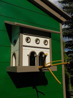 Lombház építése gyerekeknek, madáretető