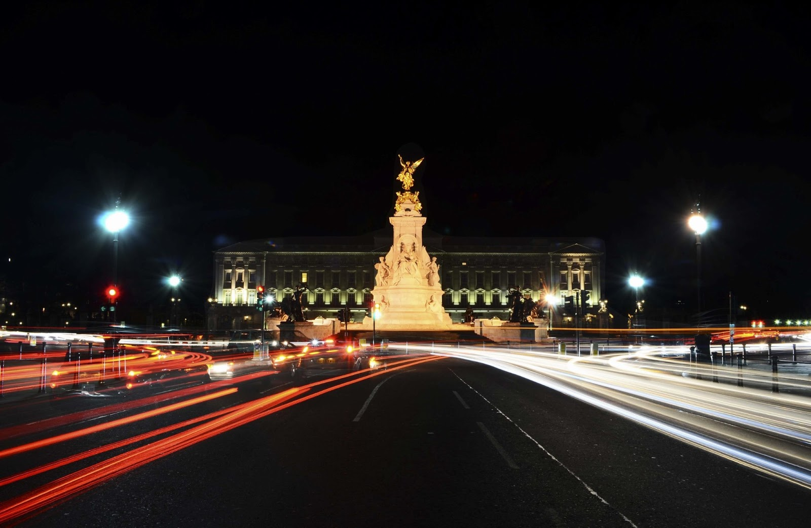 Buckingham Palace night view
