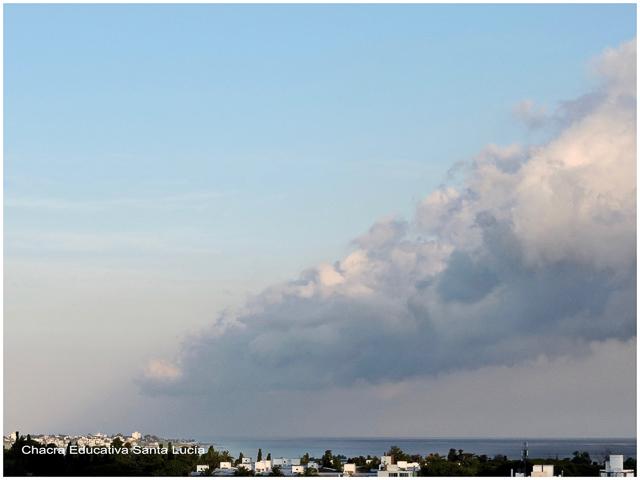 Nubes de tormenta avanzando desde la costa  - Chacra Educativa Santa Lucía
