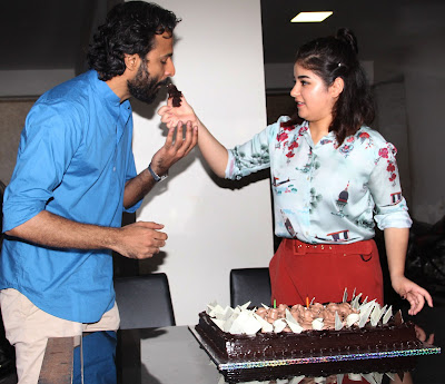 zaira-wasim-celebrates-her-birthday-with-media-at-freeda-carter-road-in-bandra-on-23-10-2017